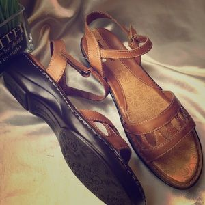 New Hush Puppies leather sandals